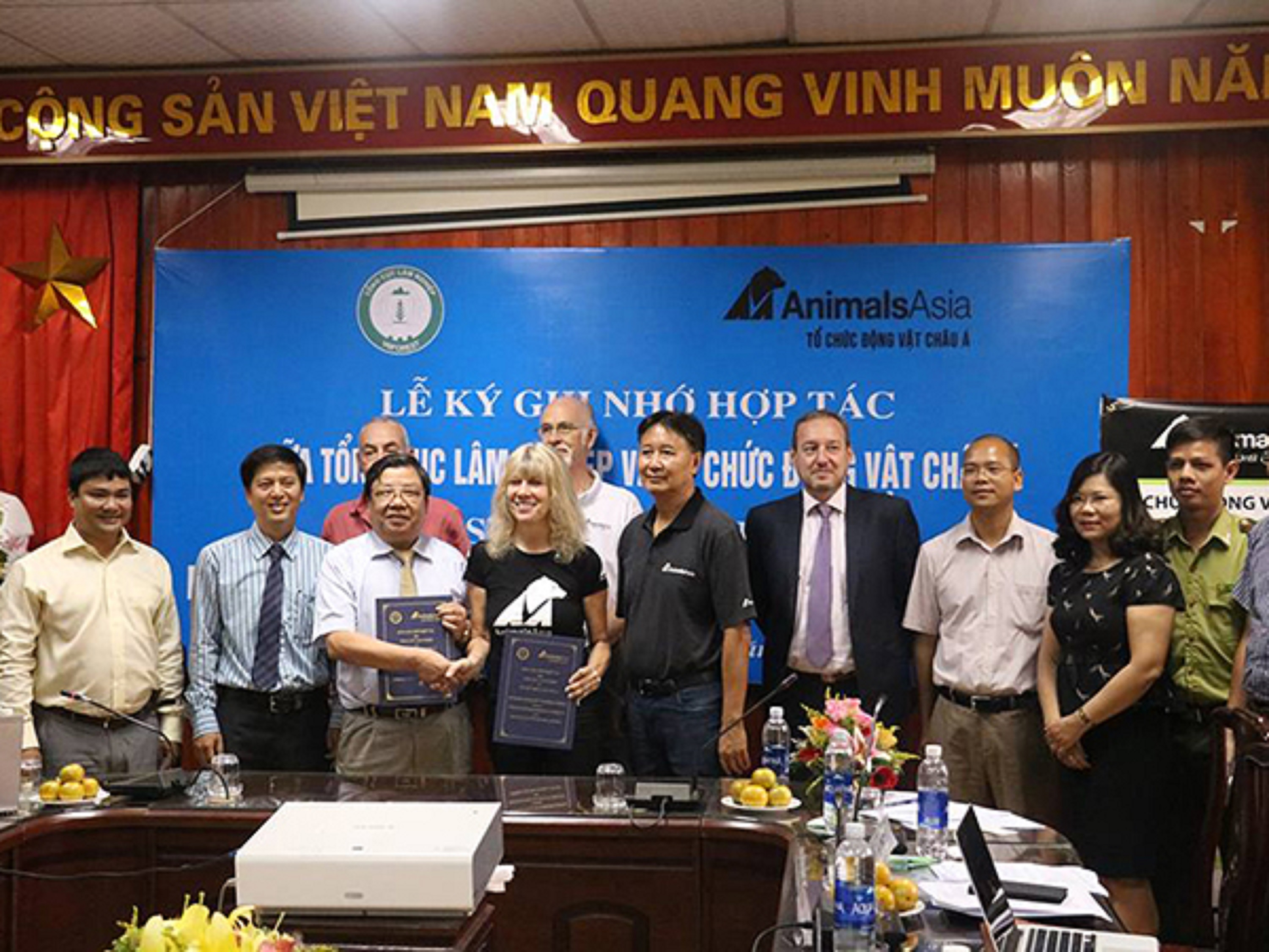 Vietnam agrees plan to close all bear bile farms